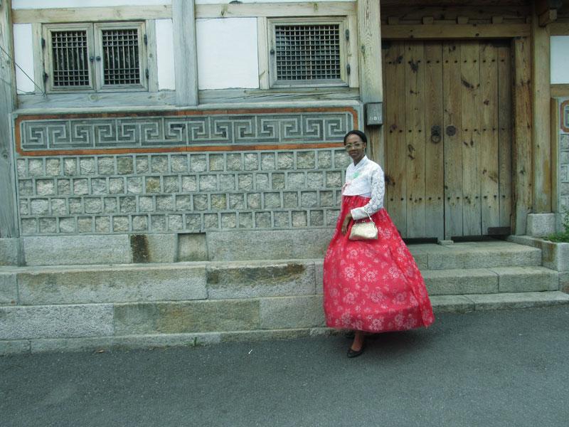 bukchon-hanok-village-street