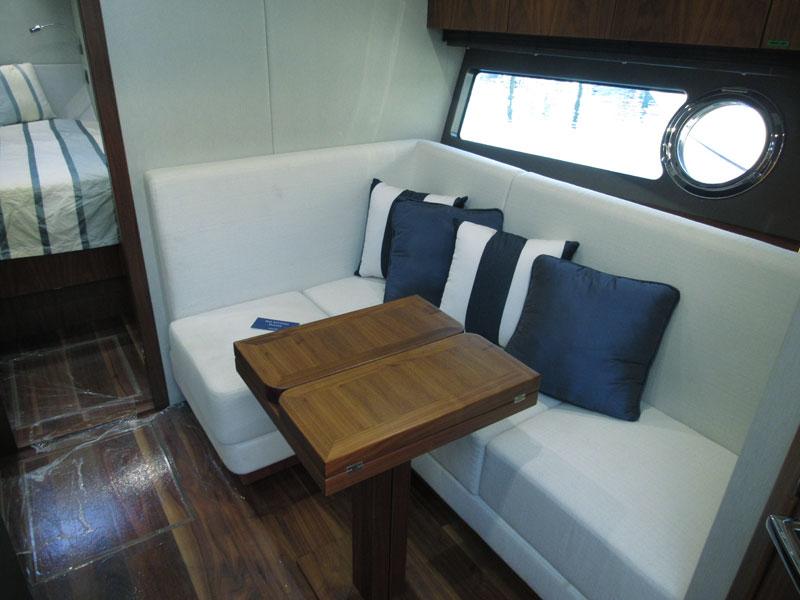 yacht-motorboat